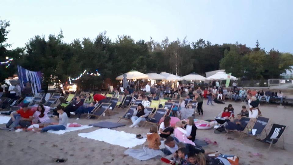 Kino plenerowe na plaży w naszym Ośrodku